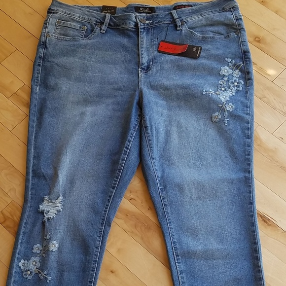 5ea48133139 NWT Distressed Blue Flower Skinny Ankle Jeans 20W
